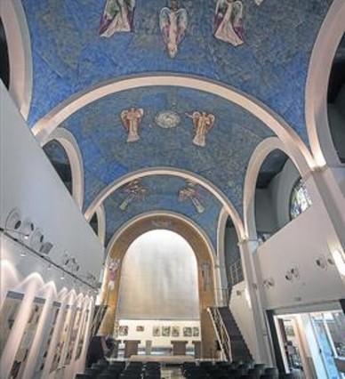 bdecorada-los-antigua-capilla-del-centre-civic-pere-pruna-1414527028938